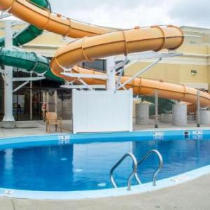 Quality Inn & Suites Palm Island Indoor Waterpark Batavia