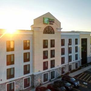 Holiday Inn Express and Suites Batavia Batavia
